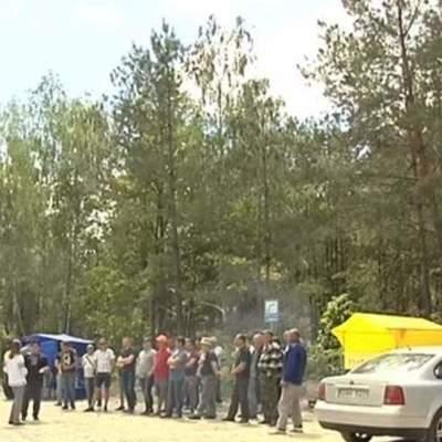 Жители села на Киевщине перекрыли дорогу (видео)