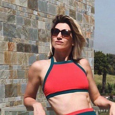 Анита Луценко показала горячее фото в купальнике