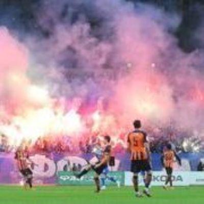 Из-за массовой драки фанатов в Черкассах остановили футбольный матч