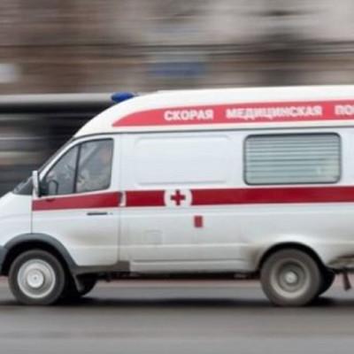 Под Киевом водитель на огромной скорости съехал с трассы и врезался в дерево