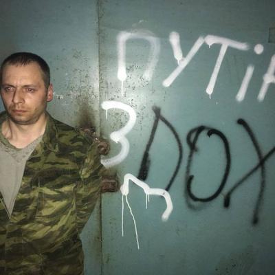 Украинские военные во время боя на Донбассе захватили в плен трех боевиков (фото)