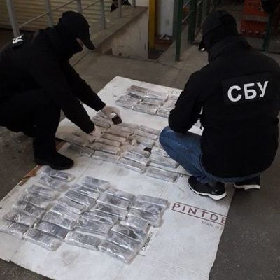 В Украине задержали наркокурьера, который вез из Латинской Америки 3,5 кг кокаина