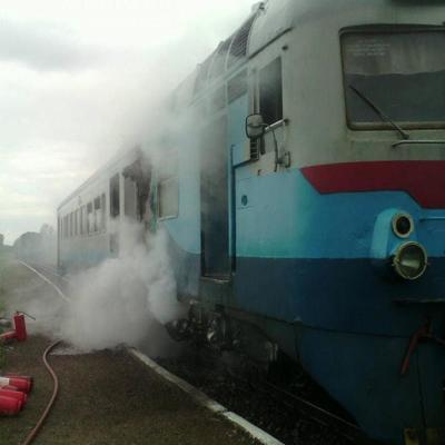 На Закарпатье загорелся поезд с пассажирами (фото)