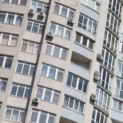 В Житомире 19-летний парень прыгнул с крыши многоэтажки