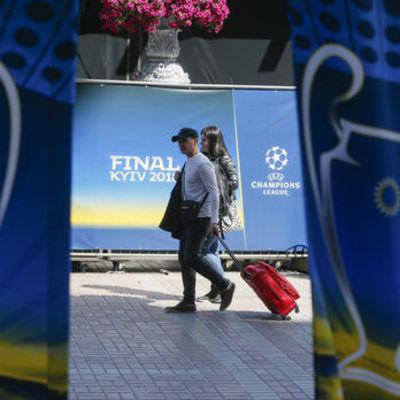 Борщ, вареники, киевская котлета и деруны: «Ливерпуль» записал для своих фанов видеогид по Киеву