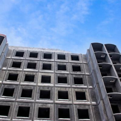 В Запорожье 14-летняя девочка упала с недостроенной многоэтажки