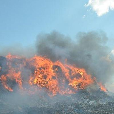 Облако ядовитого дыма: в Николаеве горит главная городская свалка (видео)