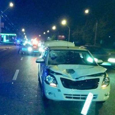 В Киеве автомобиль сбил пьяного мужчину, пытавшегося перебежать через дорогу