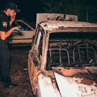В Киеве на Борщаговке ночью сгорели «Жигули» во дворе
