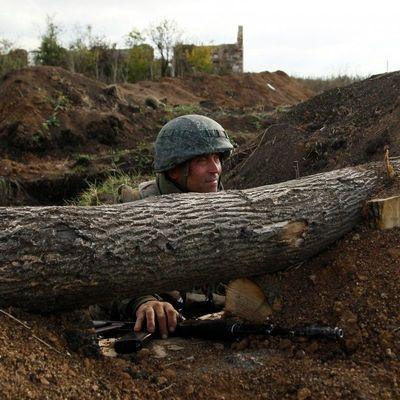 Вблизи Луганска зафиксировали около 100 танков боевиков