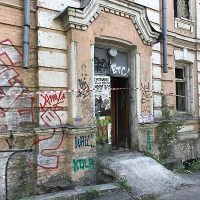 В Киеве за кинотеатром «Киевская Русь» нашли труп мужчины (фото)