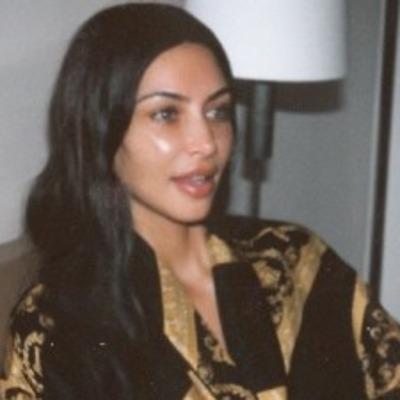 Ким Кардашян вышла в свет в полностью прозрачном платье