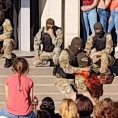 Пользователей YouTube возмутило бутафорское перерезание горла на детском празднике в Запорожской области (видео)
