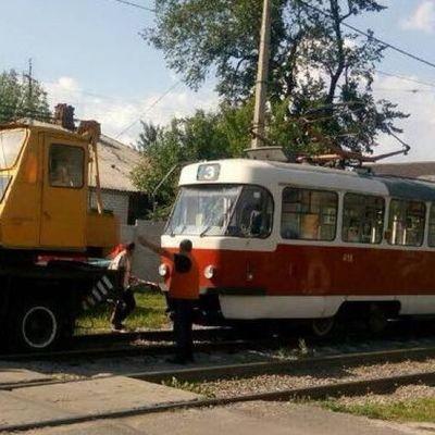 В Харькове мужчина прыгнул под трамвай