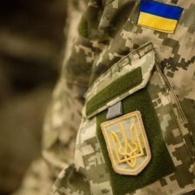 Вооруженный военнослужащий-контрактник отобрал у женщины 400 гривен