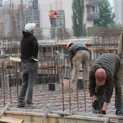 В Киеве строитель упал с высоты 13-го этажа