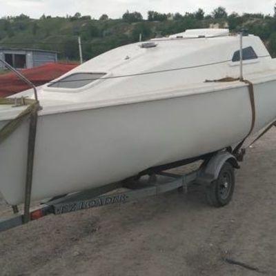 Украинские пограничники забрали парусную яхту, которую везли из оккупированного Донецка в Мариуполь