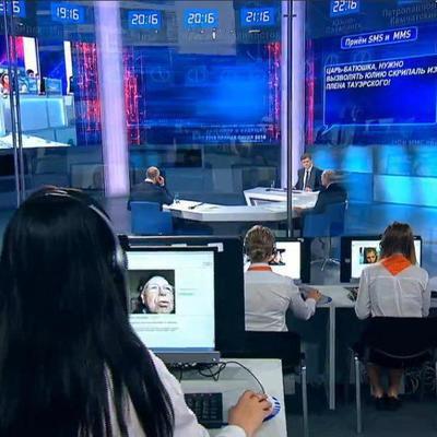 Напоминает шоу «За стеклом»: Путина на «прямой линии» отгородили от зрителей (фото, видео)