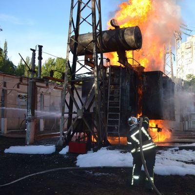 В Одессе тысячи людей остались без света из-за пожара на электроподстанции