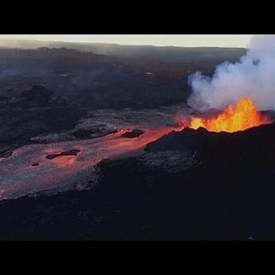 На Гавайях извергающийся вулкан полностью уничтожил курортный залив Капохо