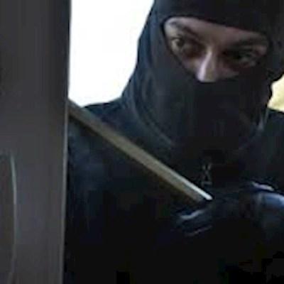 Днепрянин самостоятельно скрутил вооруженных грабителей, напавших на обменник (видео)