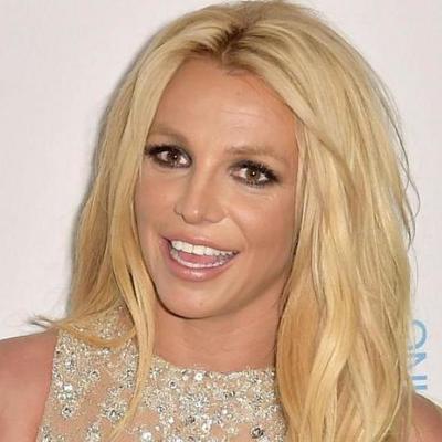 Бритни Спирс взорвала сеть снимком в бикини