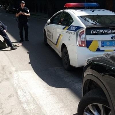 Во Львове патрульные наехали на пешехода (фото)