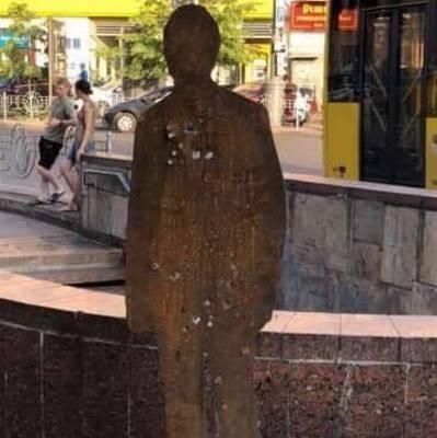 На улицах Киева появились силуэты украинских солдат