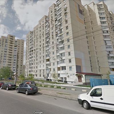 В Киеве подросток выбросился с 14 этажа из-за неразделенной любви
