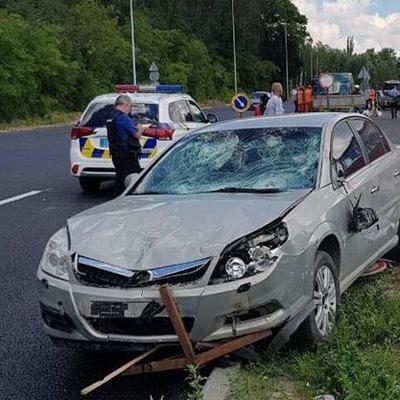 Смертельное ДТП под Киевом: автомобиль врезался в бригаду дорожных рабочих