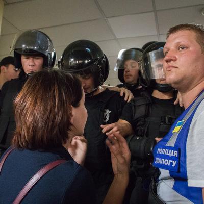 Мерия Киева: подрались депутаты, активисты и полиция (видео)