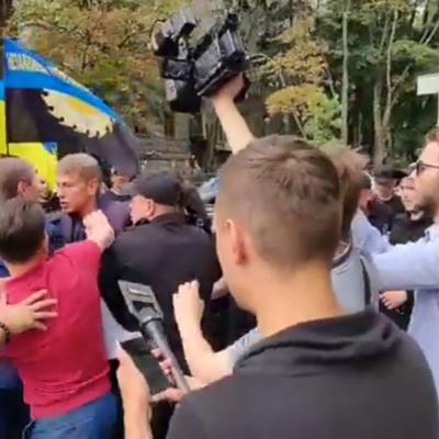 На Крещатике нардеп подрался с министром энергетики (видео)
