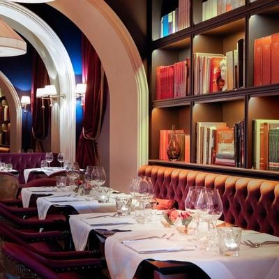 Забыть о соцсетях: в римском ресторане клиент сдает смартфон и получает книгу