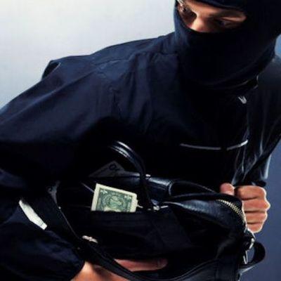 В Киеве у банкира отобрали два миллиона гривен на улице
