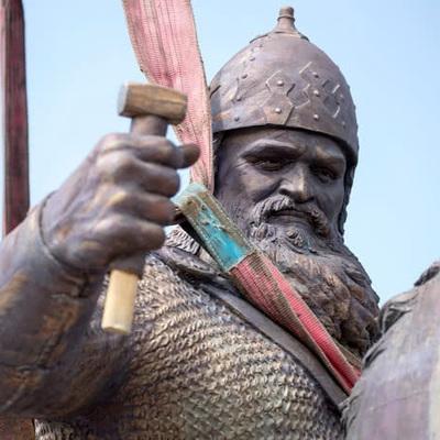 В Киеве устанавливают памятник Илье Муромцу (видео)