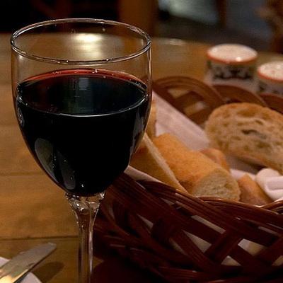 Старческое слабоумие: ученые предупредили о последствиях полного отказа от алкоголя