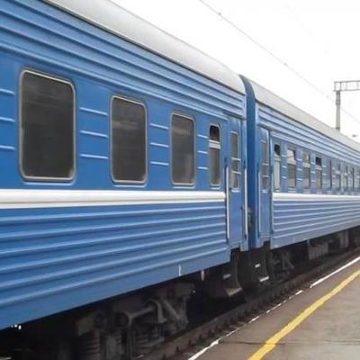 В Киеве проводника ударило током на крыше вагона (видео)