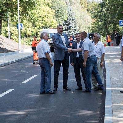Кличко лично проинспектировал улицу Генерала Родимцева после ремонта