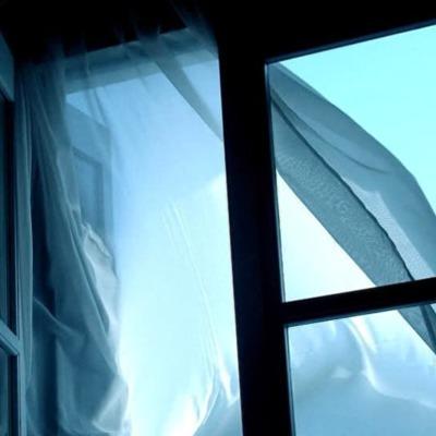 В Киеве студент первого курса сорвался с третьего этажа общежития и погиб