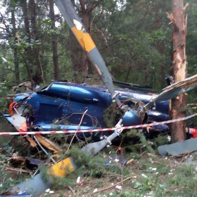 Появилось видео спасения человека из разбившегося вертолета