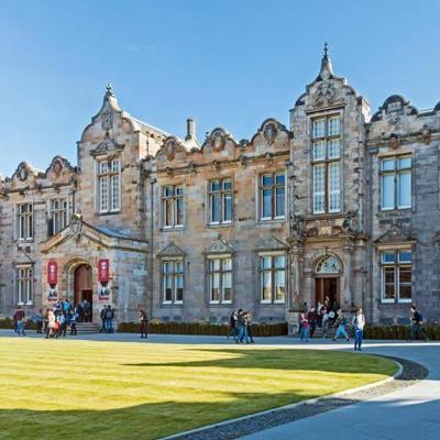 Дочь миллиардера после поступления в университет ищет 12 слуг