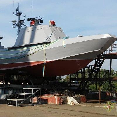 В Киеве спустили на воду первый десантный катер