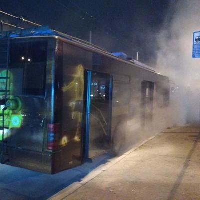 В Киеве во время движения загорелся троллейбус