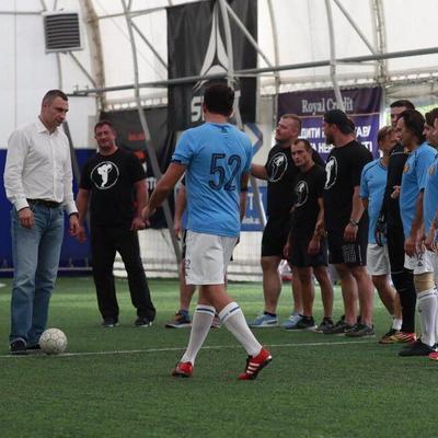 Кличко посетил фестиваль богатырей «Muromets Fest» и начал дружеский футбольный звездный матч