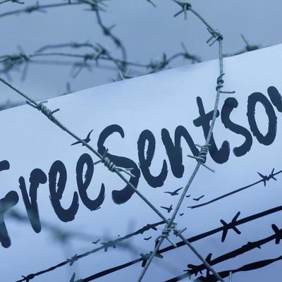Возле посольства РФ в Париже объявили голодовку в поддержку Сенцова