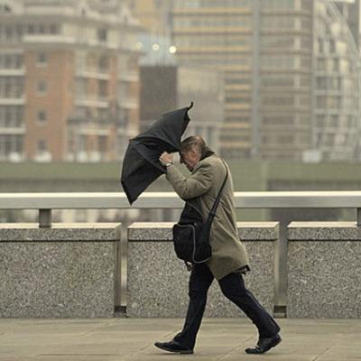 Киевлян предупредили об усилении ветра: порывы достигнут 18 м/с