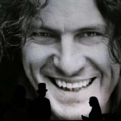 Мать Кузьмы Скрябина пожаловалась на бессовестное использование его портрета для рекламы ритуальных услуг