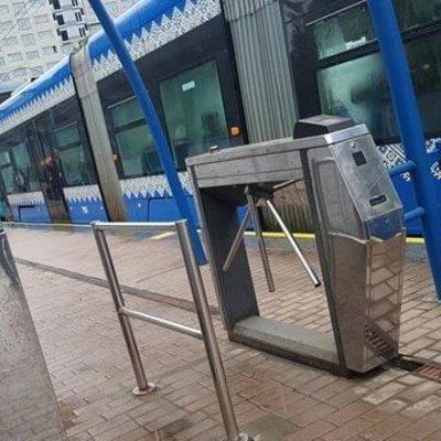 В Киеве остановилось движение скоростного трамвая