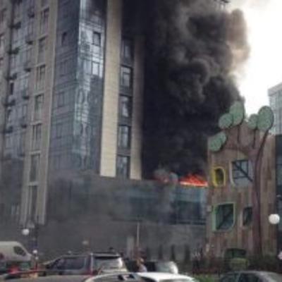 В центре Киева - пожар в элитном жилом комплексе (видео)