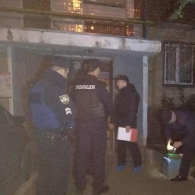 В Киеве в подъезде стреляли в мужчину